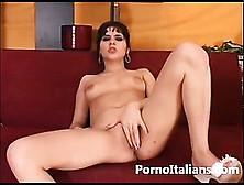 Italian Porn Masturbation - Italiana Si Masturba La Figa