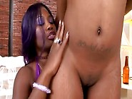 Black Milf Wants That Young Girl Eating Her Pussy