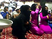 Big Ass Arab Hijabi Girls Twerk And Dance (Pt 4)