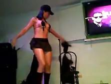 Une Danseuse Latina Bandante