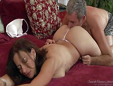Naturally Buxom Milf Melissa Monet With