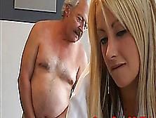 Der Alte Sack Und Die Geile Blonde