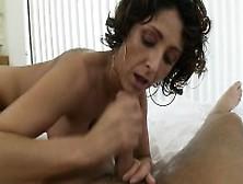 Sexy Housewife Gesichtsbehandlung