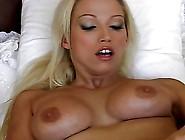 Hot Blonde Mastrubates
