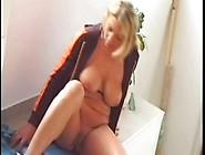 Une Femme Mature Avec Des Formes Généreuses Dans Un Porno