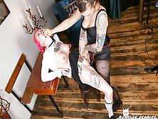 Bondage Y Dominación En Un Calabozo Alemán Con Una Esclava Tatua