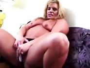 Muscled Babe Teasing Her Pussy