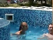 Kitty Jane - Blowjob Im Schwimmbad