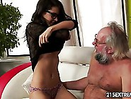 Carolina Met An Older Guy She Liked A Lot And Anted To Have Sex