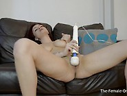 Tattood Babe Vibrater Her Clit With The Magic Wand