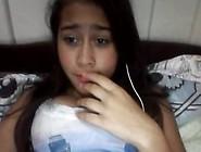 Novinha Gatinha Fica Com Vergonha Mas Mostra Seus Peitinhos Na W