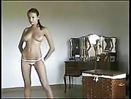 Luba Shumeyko Probeert Wat Bikini's
