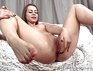 Teen Babe Plays With Her Warm Slot