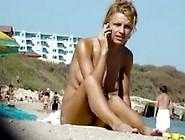 Fkk Mädchen Gespräch Am Telefon Am Strand