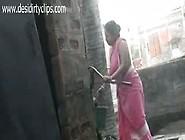 Desi Village Aunty Bathing Outdoor Indian Porn Tube