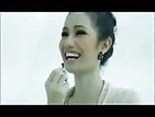 Nena Tailandesa Da Audición Espectacular