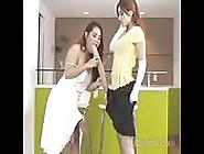 Duas Mulheres Com Três Mega Paus