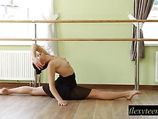 Sexy Babe Does Gymnastic Acting