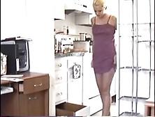 Naughty Peeing 2 (Unsorted) - Kitchen Drawer Pissing - Eroprofil