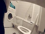 Compilation De Femme En Train De Pisser Aux Toilettes