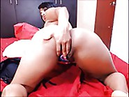Thick Latina Camgirl Shows Off Ass