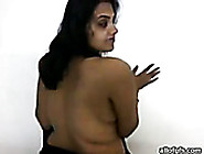 Curvy Indian Babe Exposes Gorgeous Big Boobs For Camera