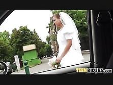 Car Sex Con Una Sposa!molto Eccitata!guardala!