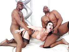 Dos Sementales Negros Se Follan A La Milf Kendra Lust