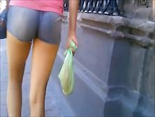 Vecina Casada Come Culo En Short (El Video)