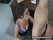 La Prof Sexy è Una Donna Matura Che Sa Quello Che Vuole