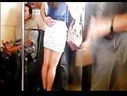 Nalgona Piernuda Marcando Calzon En Minifalda