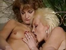 Due Belle Lesbiche Si Leccano E Si Baciano, Guardale!