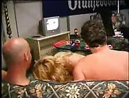 Pornobob Trekt Een Hollandse Milf Uit Elkaar