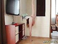 Gambe Lunghe Ed Un Corpo Elastico