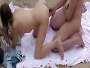 Um Voyeur Capta Um 69 De Um Casal Amador Na Praia