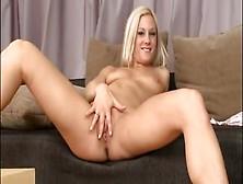 Czech Blonde Pees
