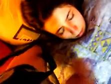 Gozou No Rosto Da Namoradinha Enquanto Ela Dormia.