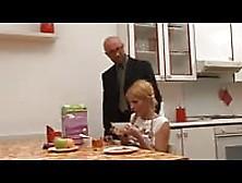 Il Paparino Maiale E Quella Troietta Della Figlia