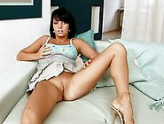 Tanned Teen Babe Vanity Voyager Masturbates