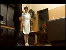 看護婦的工作就是要提供特別的性愛治療服務