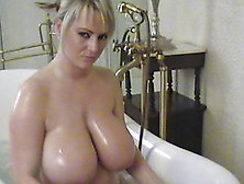 Angelic Solo Model With Big Tits Posing Lovely In The Bath Tab