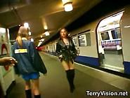 Exhib Dans Le Metro Londonien