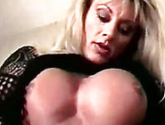 Muscled Babe Use Pussy Clip