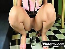 Kinky Gal Naked Pee