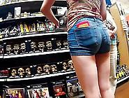 Pussy Gap Poppin In Tight Shorts