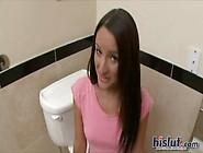 Fodendo Com Uma Novinha Amadora No Banheiro