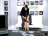 Al Casting Porno Lei Si Spoglia,  E Lui è Violento.