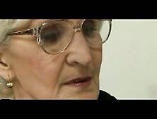Abuela Sexy Que Seduce A Un Amigo De Su Nieto