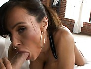 Juicy Wench Receives Pussy-Licking And Performs Blowjob