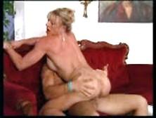 Muscle Chick Fucks Guy